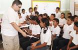 Jhonatan Rodríguez en actividad escolar