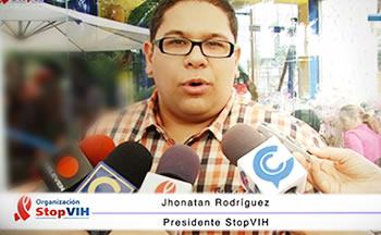 Jhonatan Rodríguez en rueda de prensa