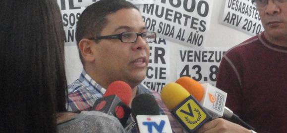 Jhonatan Rodríguez, presidente de StopVIH, rueda de prensa, Julio 2012