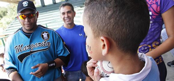 Niños con VIH de la isla de Margarita disfrutaron de un rato ameno con Bravos de Margarita antes de regresar a clases