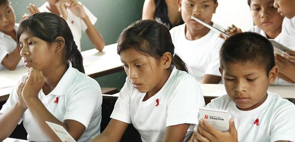 Niños/as indígenas Pemón Kamaracoto, Canaima, Abril 2012